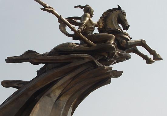 Tượng đài Thánh Gióng: Muốn bay, nhưng chưa lên (P2)