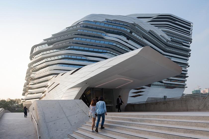 Các hình thái kiến trúc đặc trưng trong thiết kế của Zaha Hadid